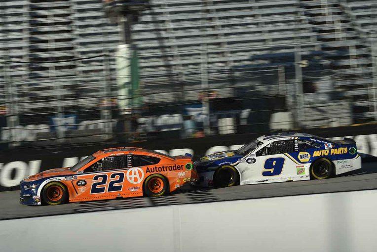 海外レース他 | NASCAR:ブリストル戦はチェッカー目前にトップ2台が接触。フォードのケゼロウスキーが抜け出し勝利