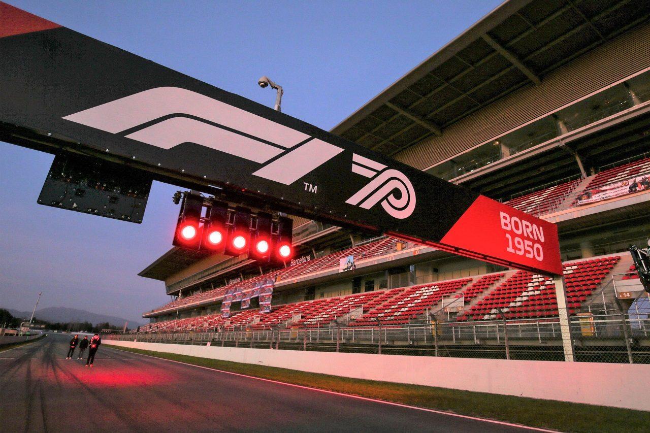 2020年F1プレシーズンテストが開催されたスペイン・バルセロナに飾られたF1 70周年のロゴ