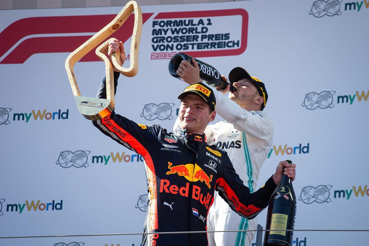 2019年F1オーストリアGP 優勝したマックス・フェルスタッペン(レッドブル・ホンダ)と3位バルテリ・ボッタス(メルセデス)