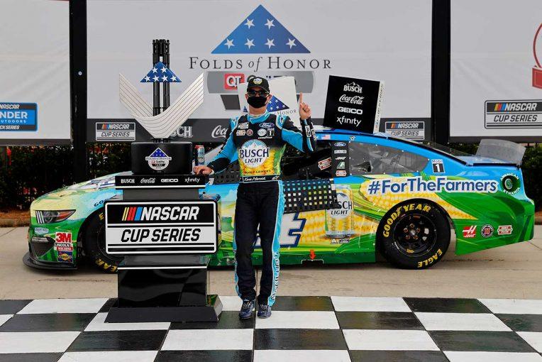 海外レース他 | NASCAR:フォードのハービック、思い出のアトランタで優勝。デイル・アーンハートに敬意