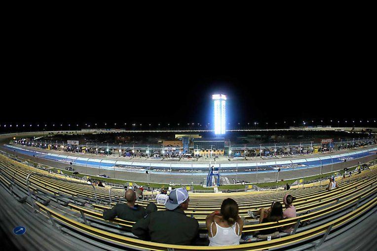 海外レース他 | NASCAR:医療関係者ら招待して3カ月ぶりに観客の前でレース。ホームステッド戦はトヨタが制す