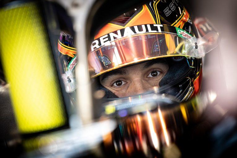 F1 | ルノーF1の開幕直前テストにオコンが登場。2018年型マシンで614kmを走りこむ