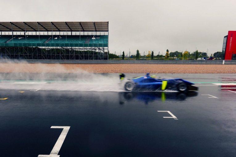 F1 | 【動画】マクラーレンF1がF3マシンを使って開幕前テスト。サインツとノリスが走行