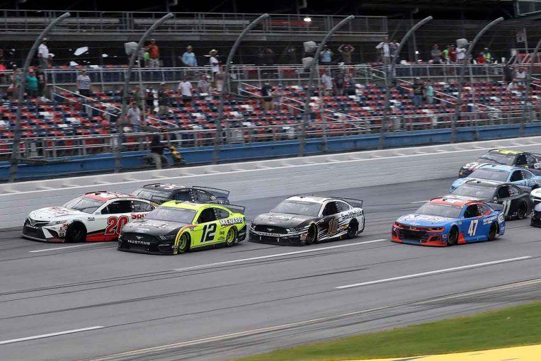 海外レース他 | NASCAR:雨天順延のタラデガ戦はリプレイ判定の大接戦。フォードのブレイニーが優勝