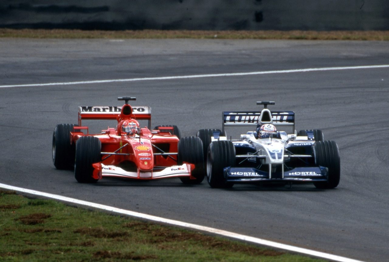2001年ブラジルGP バトルをするファン・パブロ・モントーヤ(ウイリアムズ)とミハエル・シューマッハー(フェラーリ)