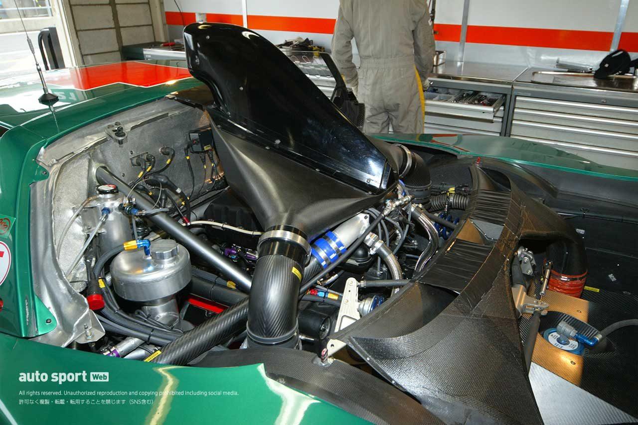 2004年TAKATA童夢NSXのエンジンルーム左側