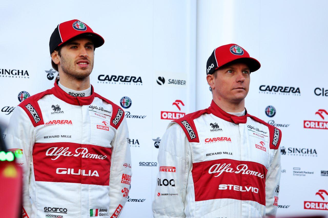 2020年F1プレシーズンテストでのジョビナッツィとライコネン