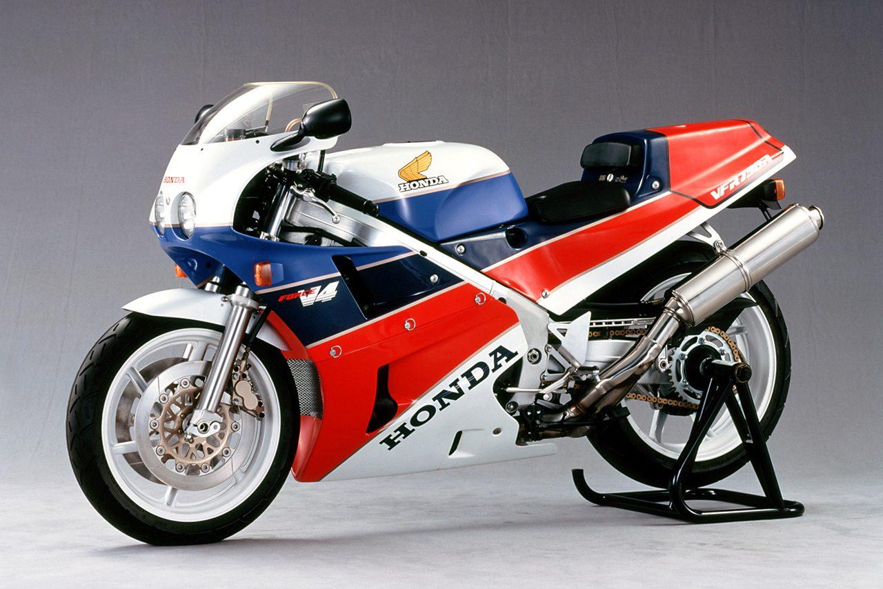 ホンダ、1987年に発売した『VFR750R(RC30)』のリフレッシュプランをスタート。純正部品の再生産も開始