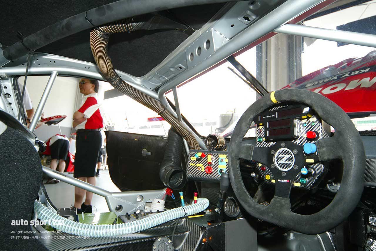 2004年第3戦マレーシアでのGT500フェアレディZの室内