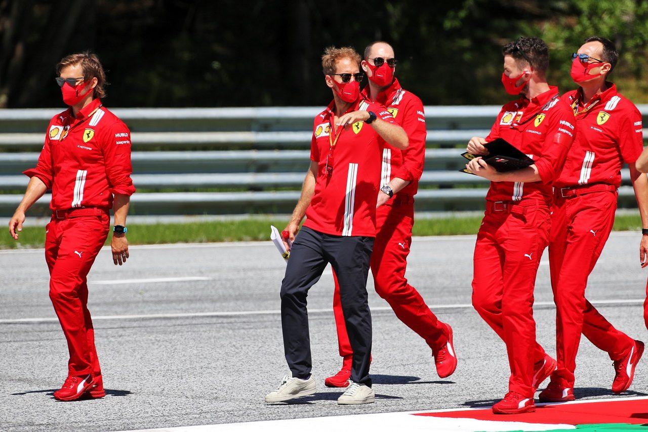 2020年F1第1戦オーストリアGP木曜 コース下見をするセバスチャン・ベッテル(フェラーリ)