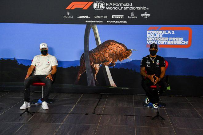 2020年F1第1戦オーストリアGP木曜 木曜会見を行うルイス・ハミルトンとバルテリ・ボッタス(メルセデス )