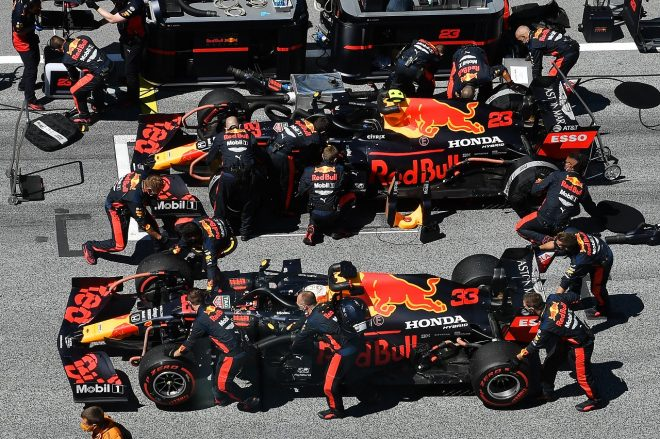 2020年F1第1戦オーストリアGP日曜 マックス・フェルスタッペンとアレクサンダー・アルボンのマシン(レッドブル・ホンダ)
