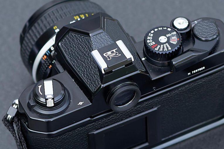 インフォメーション | ニッサンライセンス商品のR32 GT-Rロゴ入りカメラホットシューカバー発売