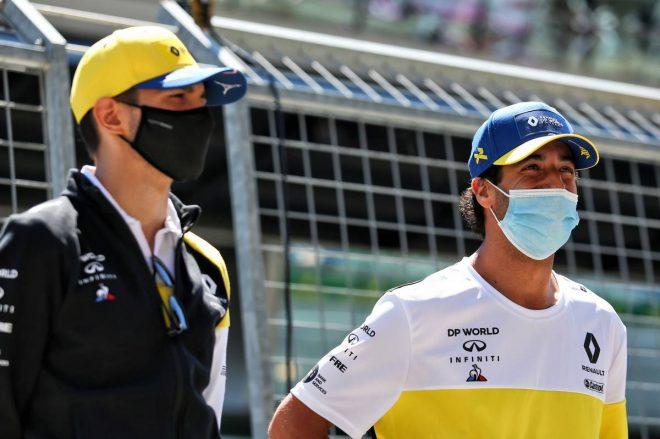 2020年F1第1戦オーストリアGP ルノーのエステバン・オコン(左)とダニエル・リカルド(右)