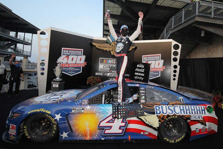 海外レース他 | NASCAR:インディカー併催の1戦はフォードのハービック勝利。ピットではクラッシュの波乱も