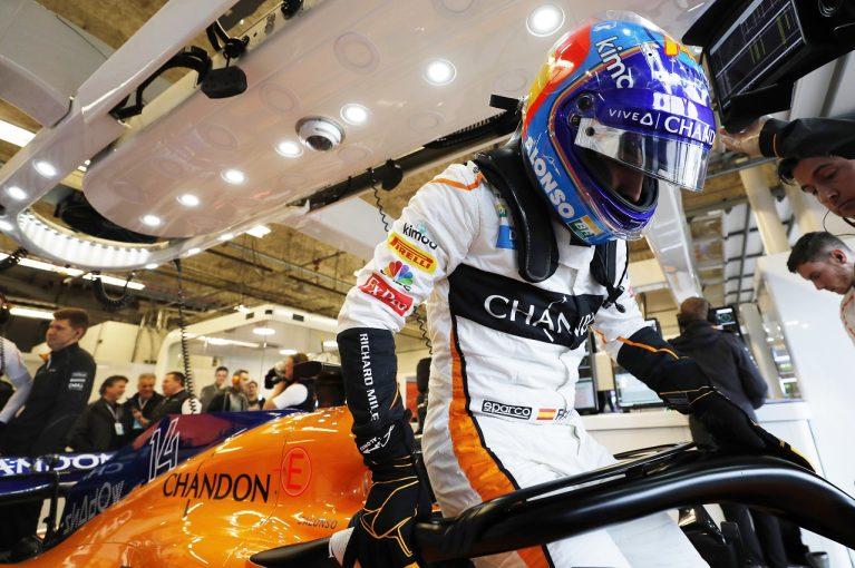 F1   F1復帰アロンソに2020年フリープラクティス参加のうわさも、ルノーは否定。プライベートテストを検討