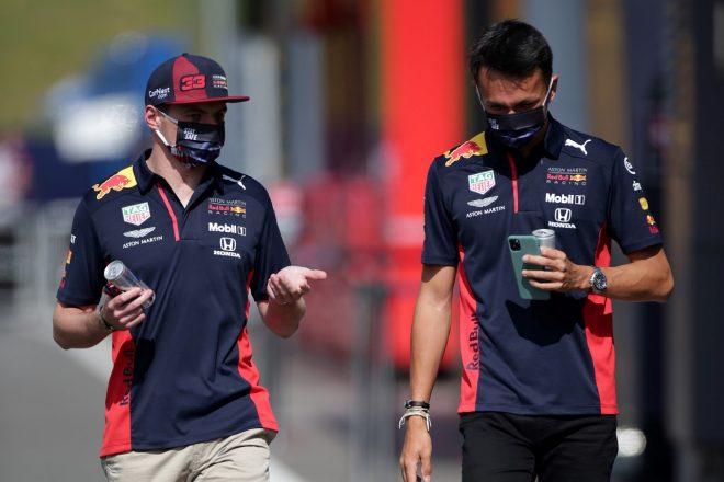 2020年F1第2戦シュタイアーマルクGP木曜 マックス・フェルスタッペンとアレクサンダー・アルボン(レッドブル・ホンダ)