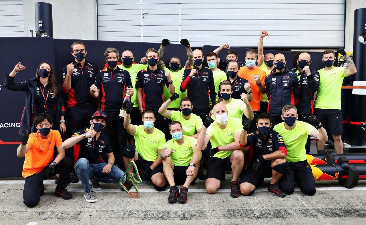 2020年F1第2戦シュタイアーマルクGP マックス・フェルスタッペンの3位を祝うレッドブル・ホンダ