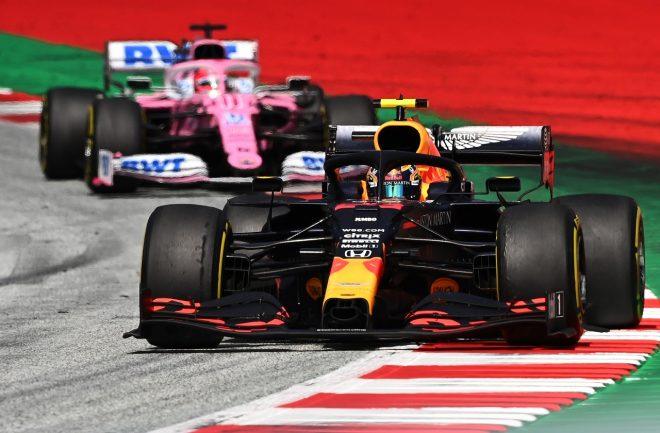 2020年F1第2戦シュタイアーマルクGP決勝 アレクサンダー・アルボン(レッドブル・ホンダ)とセルジオ・ペレス(レーシングポイント)