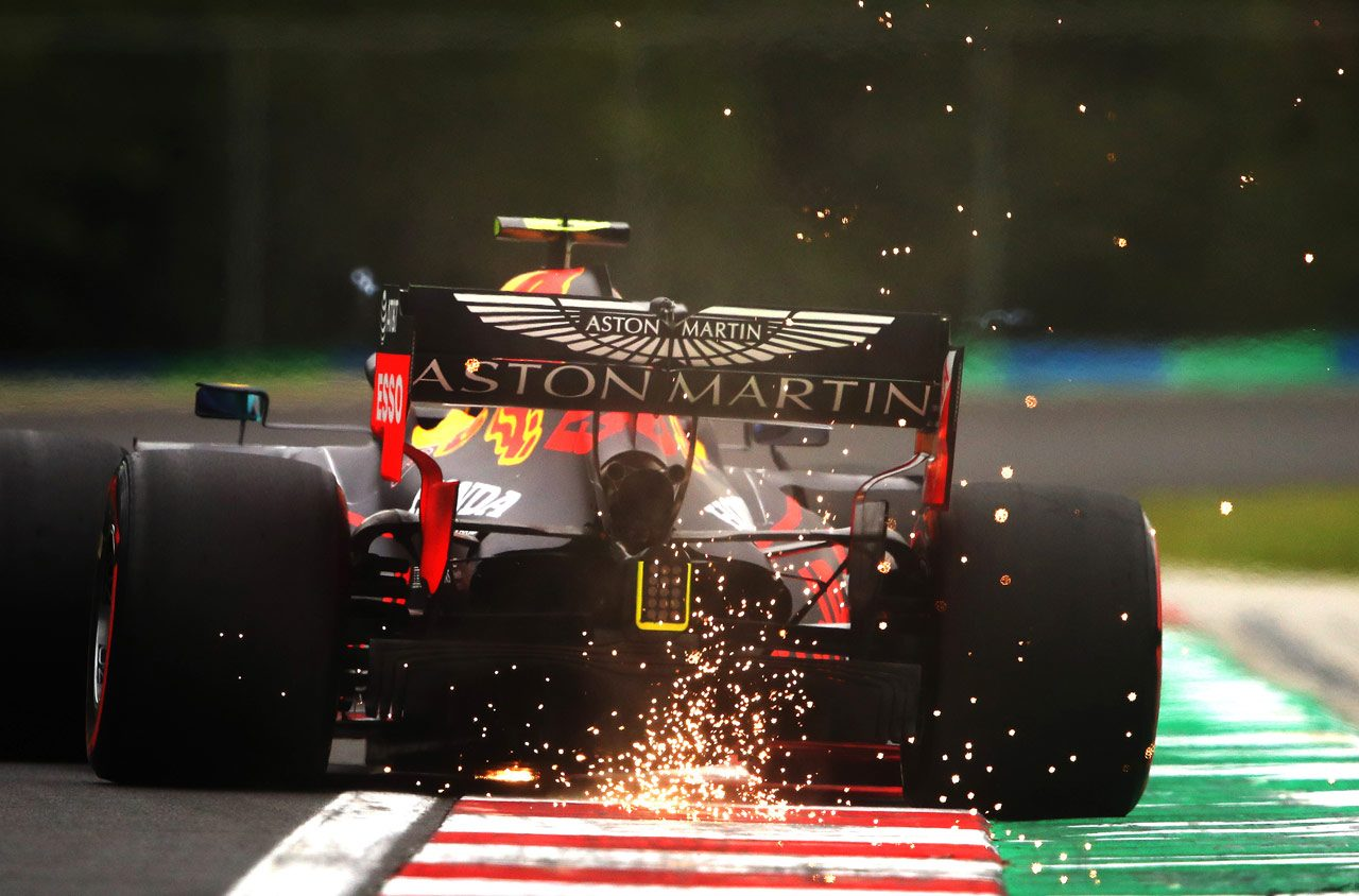 F1技術解説:悩みはナーバスなリヤ挙動。レッドブルはリヤウイングをいいとこ取りのミックスデザインにして性能向上を図る
