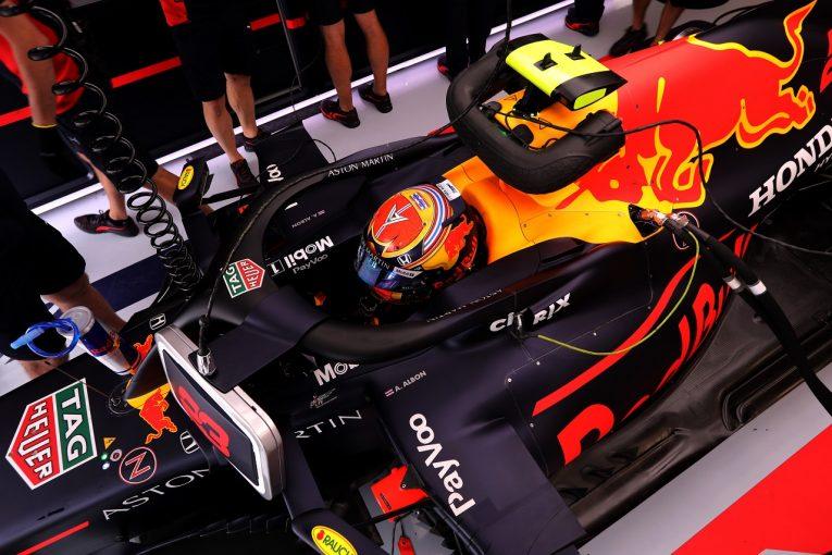 F1   アルボンQ2敗退に苛立ち「渋滞もあり、物事が予定どおりに進まなかった」レッドブル・ホンダ【F1第3戦土曜】