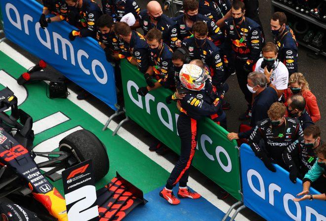 2020年F1第3戦ハンガリーGP マックス・フェルスタッペン(レッドブル・ホンダ)が2位を獲得。チームと喜びを分かち合う