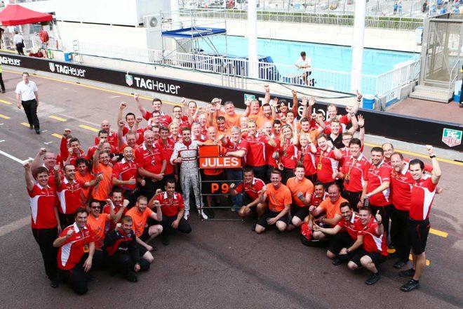 2014年F1モナコGP、見事9位入賞を果たし、貴重なポイントを得て喜ぶマルシャF1チーム。