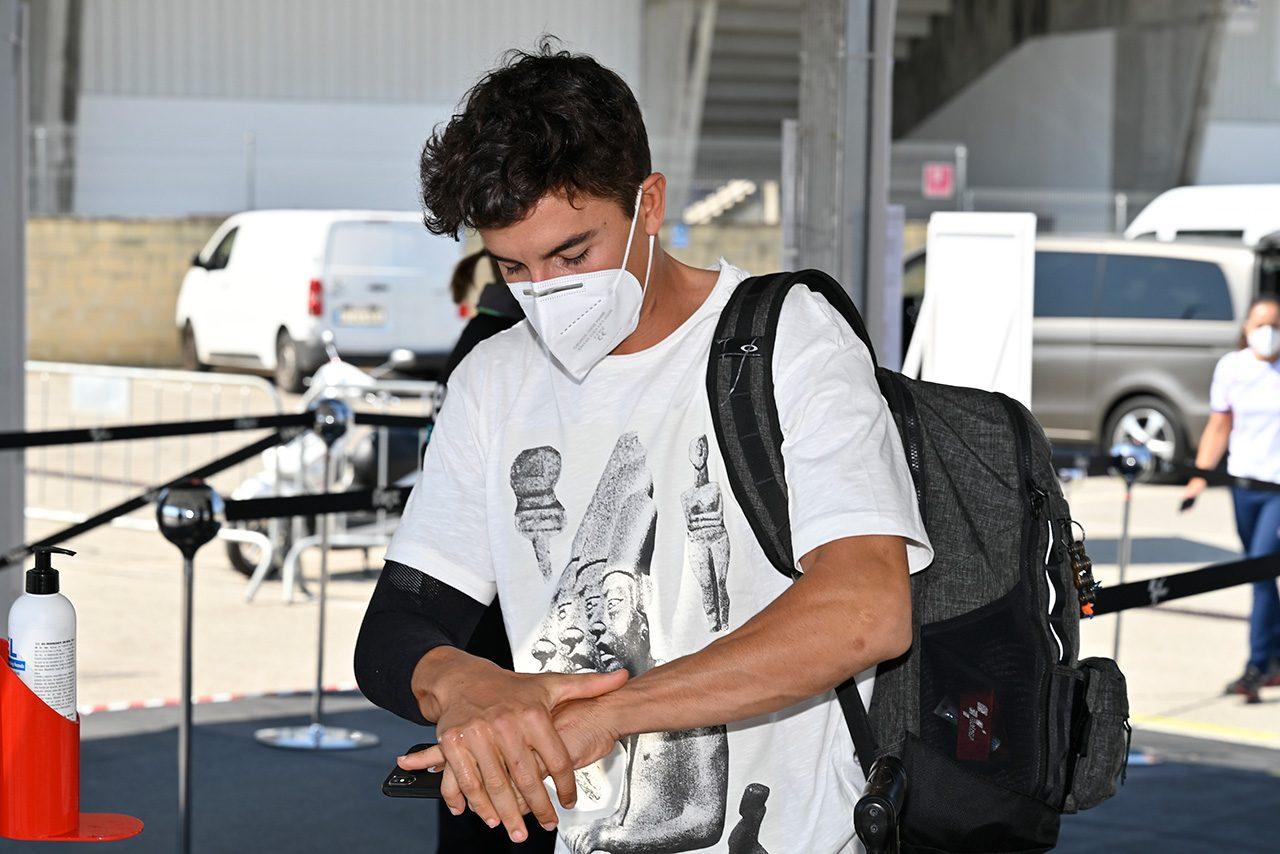 MotoGP:マルケスに出走許可を与えた理由をメディカルディレクターが説明「不思議に思えるが、彼は右腕を完璧に動作させた」