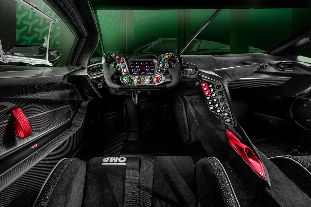 V12エンジン搭載のサーキット専用車『ランボルギーニ・エッセンサSCV12』世界初公開