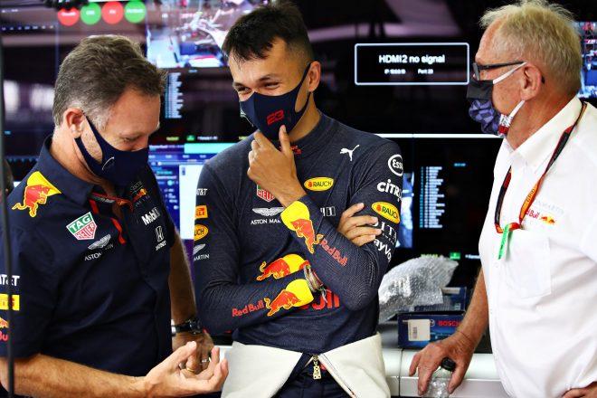 2020年F1第4戦イギリスGP金曜 レッドブル代表クリスチャン・ホーナー、アレクサンダー・アルボン、モータースポーツコンサルタントのヘルムート・マルコ