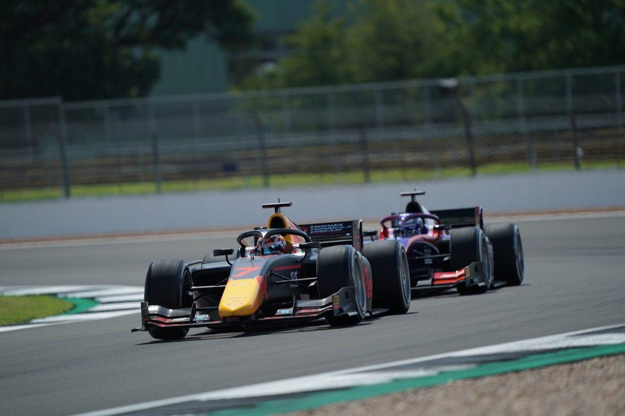 FIA-F2第4戦イギリス レース1:角田裕毅が2度目の表彰台。6台抜き&ファイナルラップで3位奪取。優勝はマゼピン