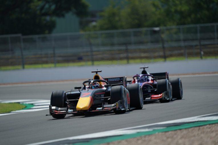 海外レース他 | FIA-F2第4戦イギリス レース1:角田裕毅が2度目の表彰台。6台抜き&ファイナルラップで3位奪取。優勝はマゼピン