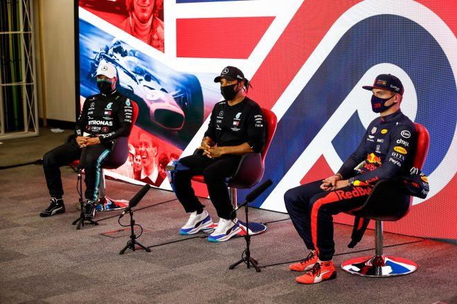 2020年F1第4戦イギリスGP 予選トップ3会見でのルイス・ハミルトン(メルセデス)、バルテリ・ボッタス(メルセデス)、マックス・フェルスタッペン(レッドブル・ホンダ)