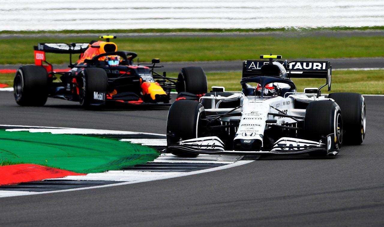 2020年F1第4戦イギリスGP決勝 ピエール・ガスリー(アルファタウリ・ホンダ)とアレクサンダー・アルボン(レッドブル・ホンダ)