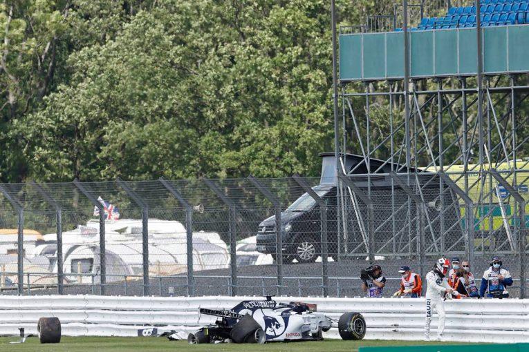 F1   クビアトのクラッシュを受け、シルバーストンに新たなタイヤバリア