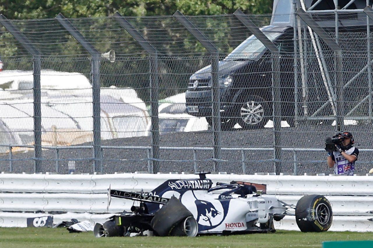F1   【動画】全方向から見たクビアトの大クラッシュ。右リヤタイヤがパンクしコースオフ