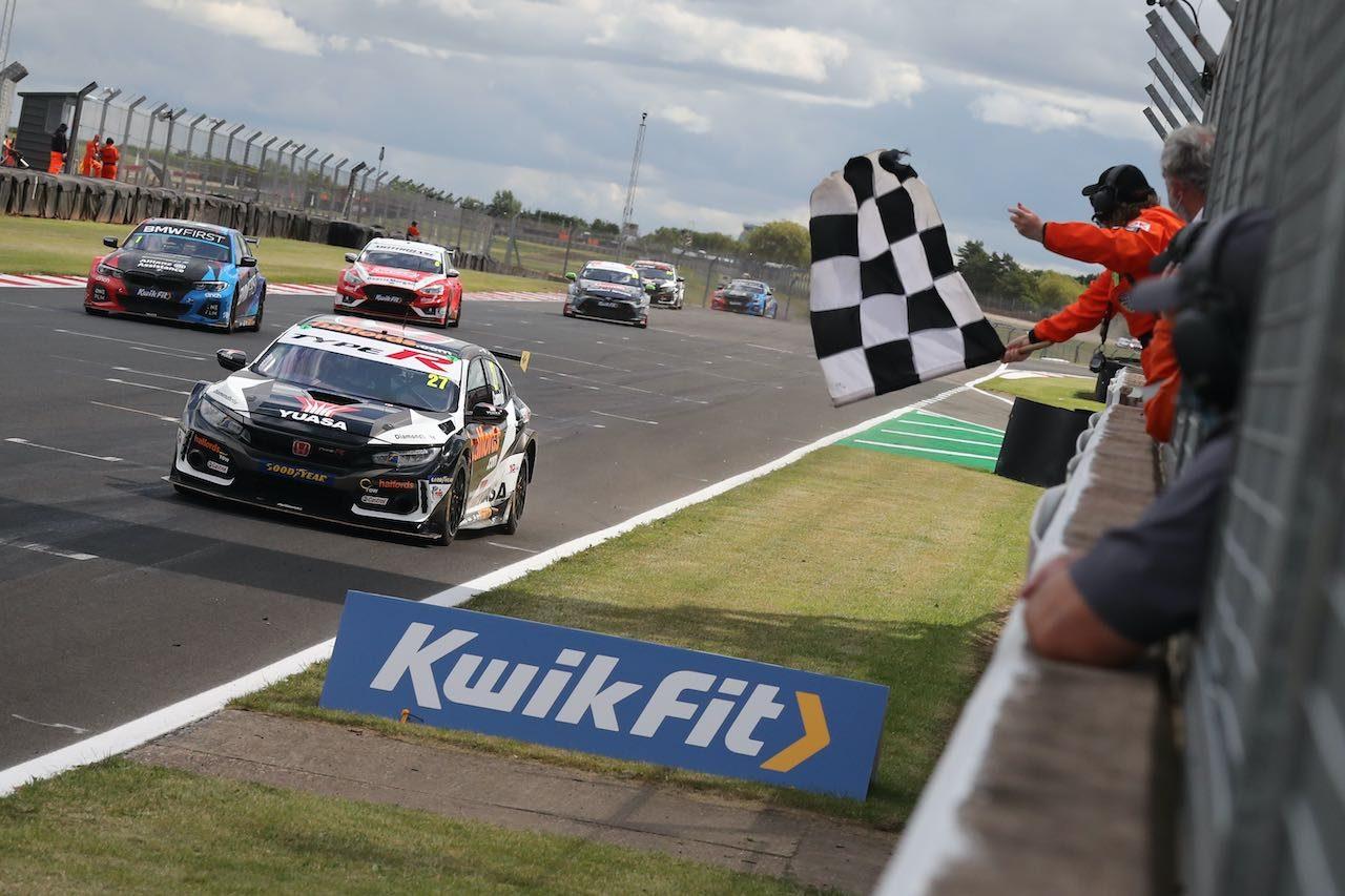 BTCC開幕戦:ホンダ・シビック先勝。王者BMWも防衛に向け快勝しインフィニティも初勝利
