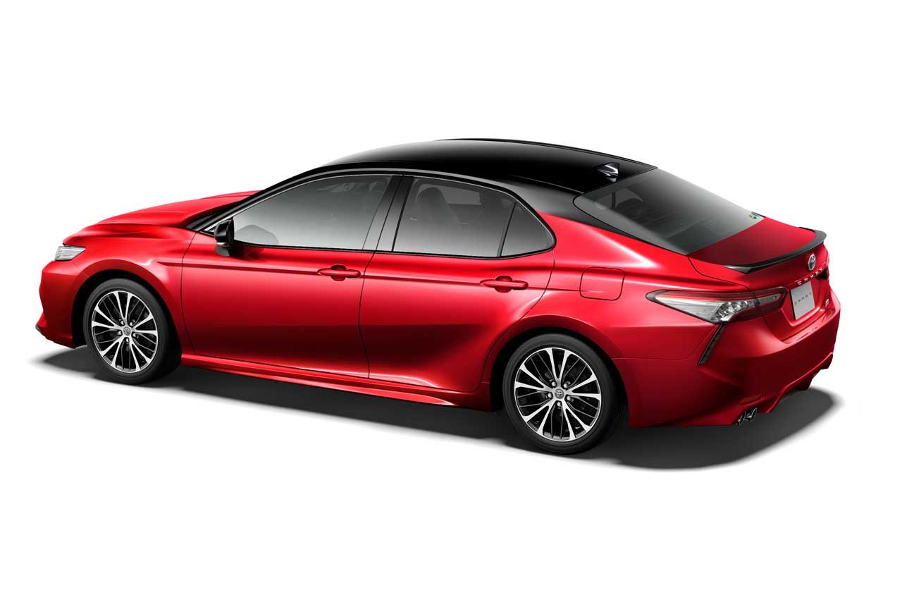 『トヨタ・カムリ』が一部改良。安全装備を強化するほか40周年記念の特別仕様車も設定