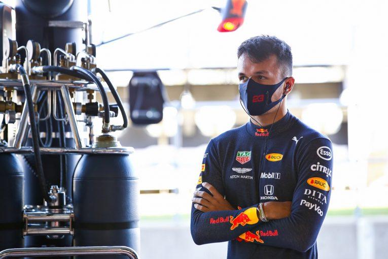 F1   アルボン「ソフト寄りのタイヤ選択に不満。戦略に悩む」レッドブル・ホンダ【F1第5戦金曜】