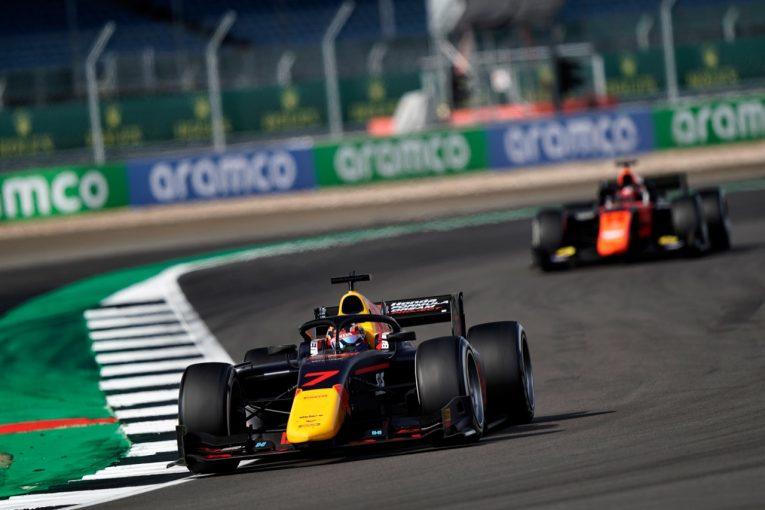 海外レース他 | 【速報】角田裕毅が初優勝。残り3周で2台を抜き去り大逆転勝利/FIA-F2第5戦イギリス レース2