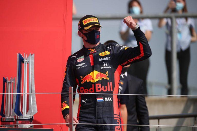 F1 | レッドブル・ホンダが戦略でメルセデス勢を逆転。フェルスタッペンが今季初優勝【決勝詳報/F1第5戦70周年記念GP】