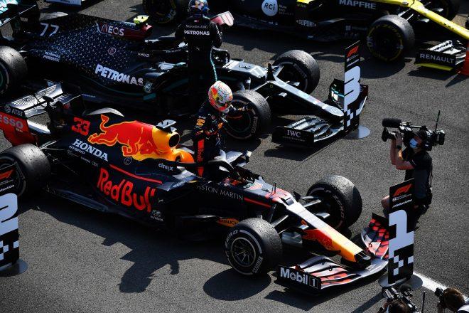2020年F1第5戦70周年記念GP 優勝したマックス・フェルスタッペン(レッドブル・ホンダ)と3位のバルテリ・ボッタス(メルセデス)