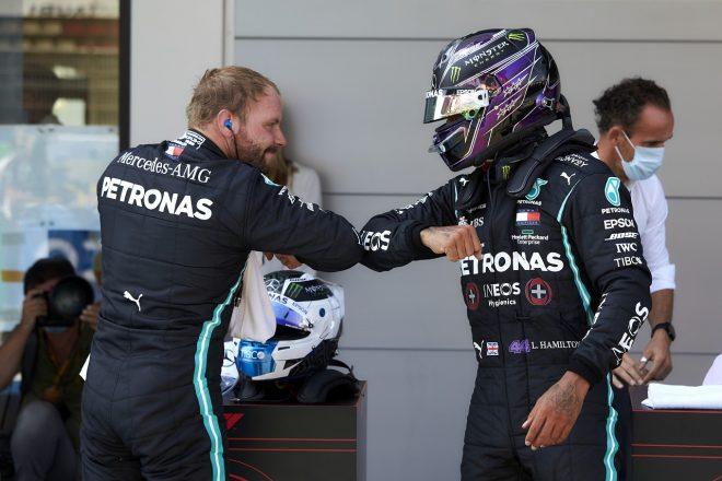 2020年F1第6戦スペインGP 予選トップのルイス・ハミルトン(メルセデス)と2番手のバルテリ・ボッタス(メルセデス)