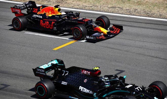 2020年F1第6戦スペインGP 3番グリッドのマックス・フェルスタッペン(レッドブル・ホンダ)と2番グリッドのバルテリ・ボッタス(メルセデス)