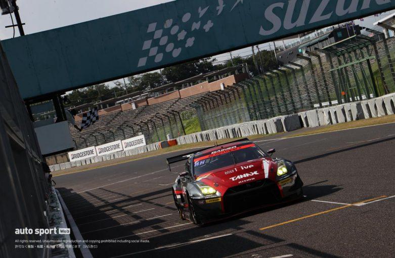 スーパーGT | ファイナルラップの熾烈すぎる表彰台争い。優勝は混乱抜け出したGAINER TANAX GT-Rが今季初V【第3戦鈴鹿GT300決勝】