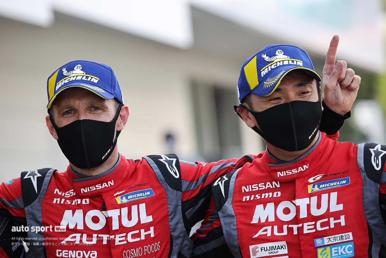 優勝を喜ぶ松田次生とロニー・クインタレッリ(MOTUL AUTECH GT-R)