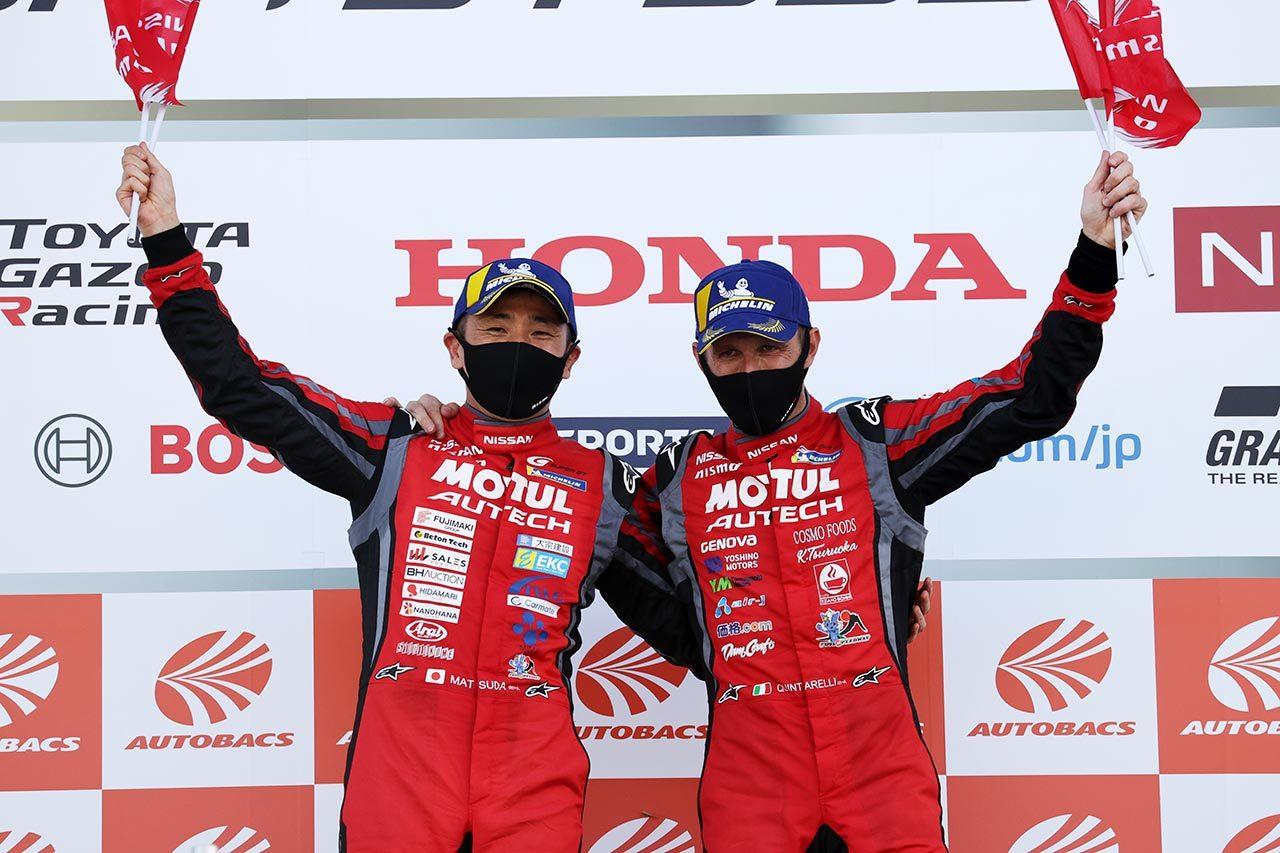 2020年スーパーGT第3戦で優勝を喜ぶ松田次生とロニー・クインタレッリ(MOTUL AUTECH GT-R)