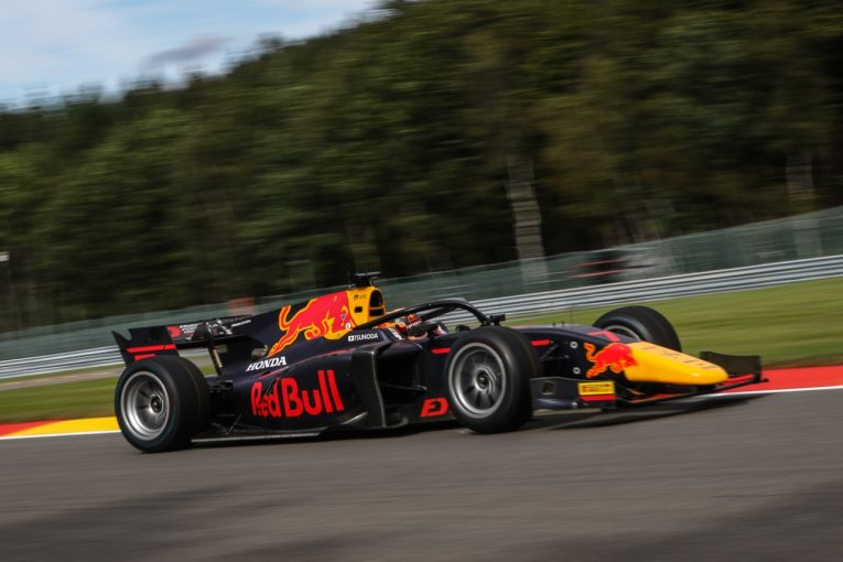 海外レース他 | 優勝した角田裕毅は山本MDとともに君が代を聞き入る【順位結果】FIA-F2第7戦ベルギー レース1