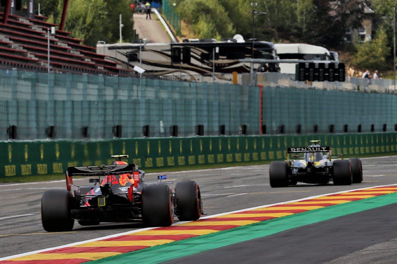 2020年F1第7戦ベルギーGP エステバン・オコン(ルノー)とアレクサンダー・アルボン(レッドブル・ホンダ)