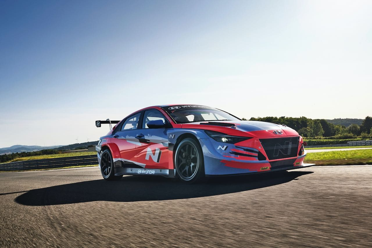 新型『エラントラ N TCR』ラウンチ。ヒュンダイもついに4ドアサルーンの新モデル投入へ